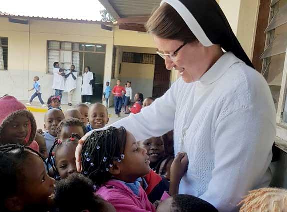 Imagem de Irmãs orando.